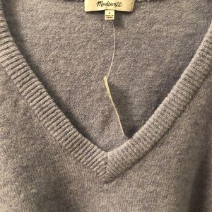 Madewell v-neck sweater with stylish sleeves